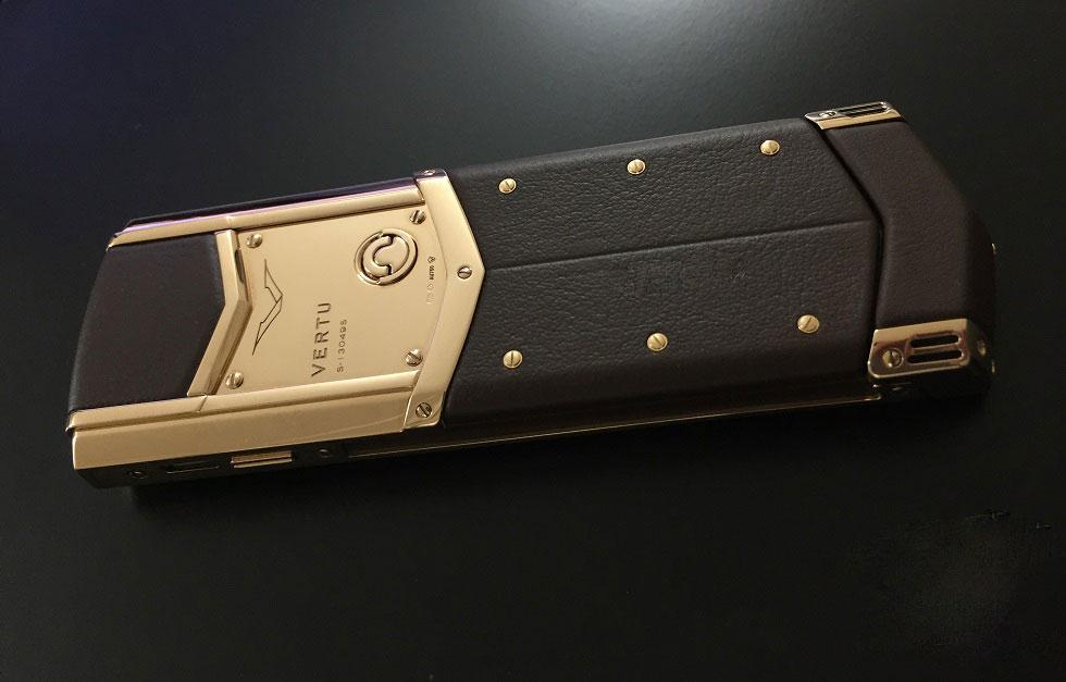 vertu-signature-s-pure-chocolate-rose-gold-moi-100-5