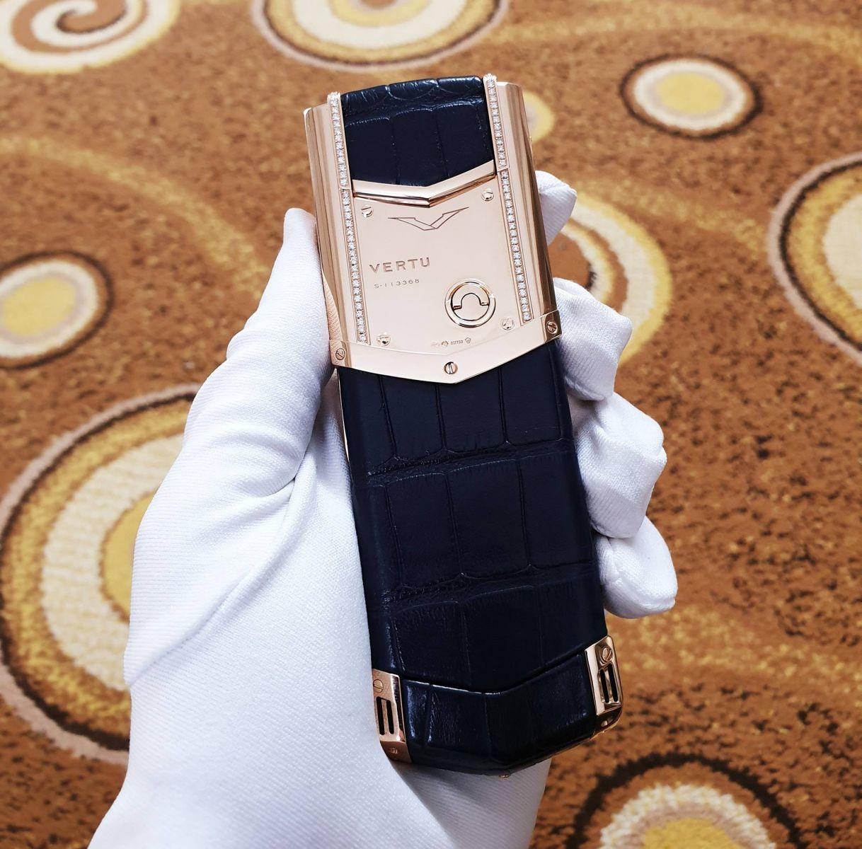 vertu-signature-s-rose-gold-diamonds-blue-alligator-2